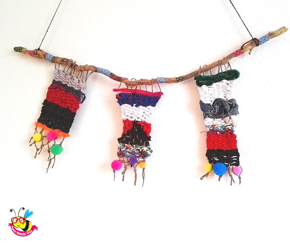mini tappetini usati come decorazione da parete e creati un telaio di cartone