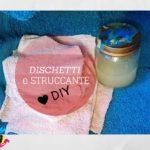 dischetti struccanti cucciti con vecchi asciugamani e struccante a base di olio di cocco e olio di mandorle
