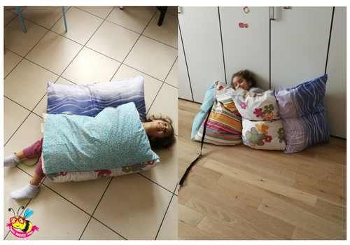bed-mattres-letto-di-cuscini.