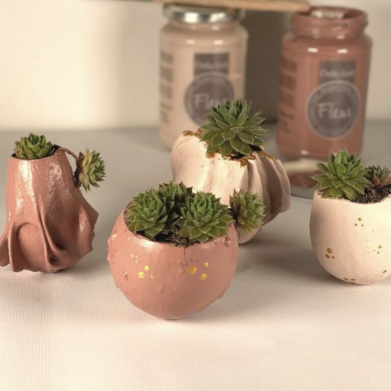 vasi fatti con zucche essiccate e colorate